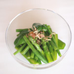 緑の野菜の煮びたし